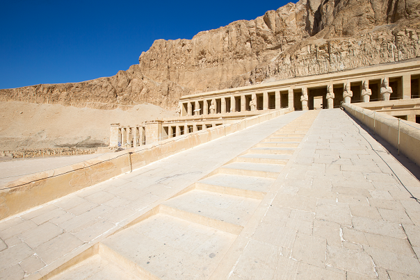EGITTO-Luxor-The-temple-of-Hatshepsut-Fotolia_182470344_Subscription_Monthly_XXL X
