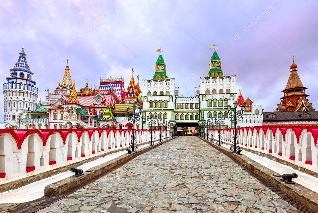 depositphotos_90897236-stock-photo-izmailovsky-kremlin-moscow-russia